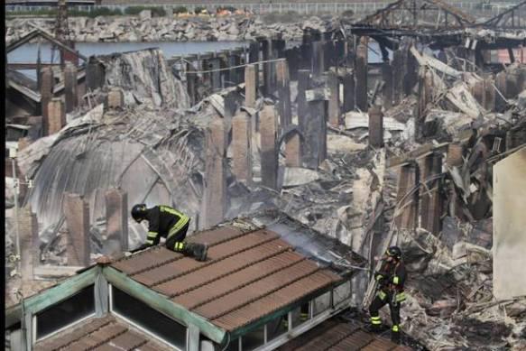 Vigili del fuoco al lavoro tra gli edifici distrutti ANSA/ CESARE ABBA