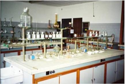 Banco Di Lavoro Per Laboratorio Chimico : Ricordi dell analisi semimicroqualitativa la chimica e la società